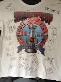 RedWings Autographed shirt