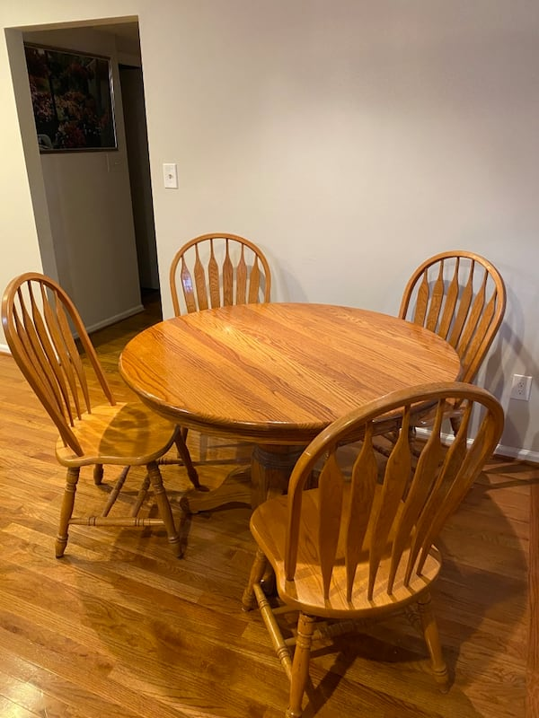 Oak Kitchen Table and Chairs abf968dc-d121-42a6-b35d-f3d3184c499b