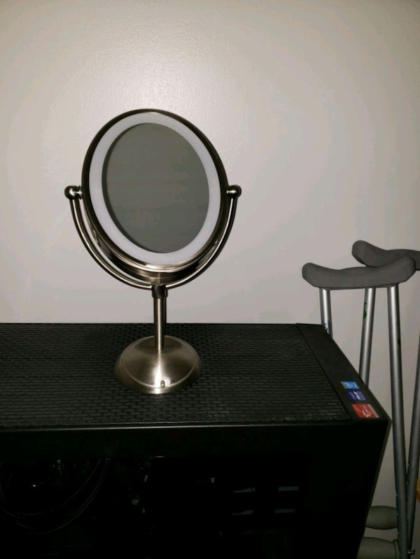 Double sided mirror with light  2c1724d7-5e17-4415-bc5d-c02804ef3baa