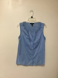 Women ALFANI Blue sleeveless button front top… Size 6
