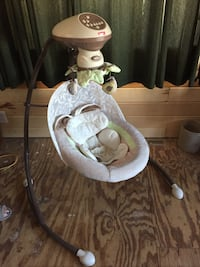 baby's white and gray cradle and swing Lyons, 56477