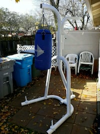 Punching bag and punching bag metal movable rig Vacaville, 95688