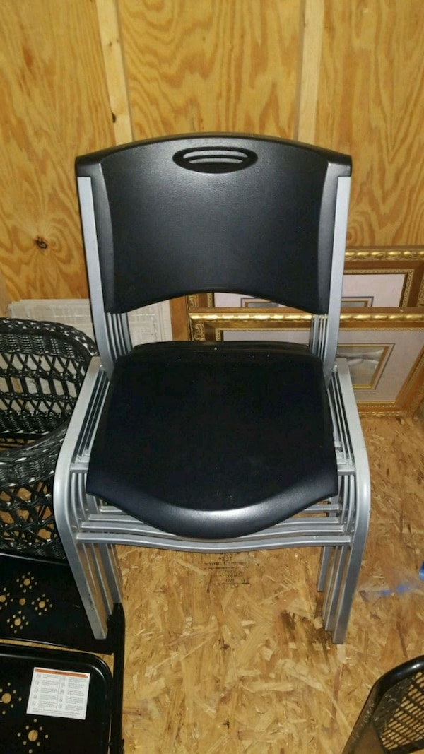 6 Stakable chairs