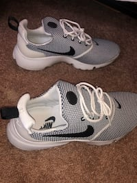 Pair of white-and-black nike running shoes Lubbock, 79410