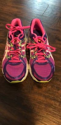 Size 9 women's ASICS, great condition  Moxee, 98936