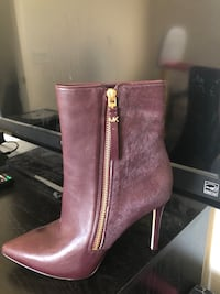 Pair of black leather heeled booties null