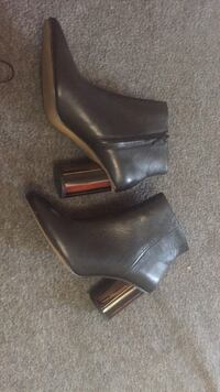 Pair of black leather heeled boots Mississauga, L4T 3T4