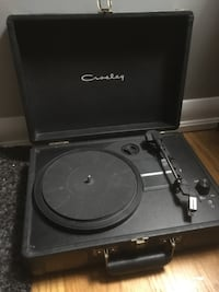 black and gray Crosley turntable 526 km