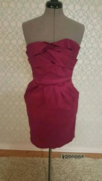 women's red sleeveless dress Ottawa, K2G 6V7