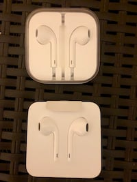 Apple EarPods with Lightning Connector Los Angeles, 90732