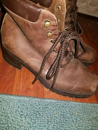 Size 6 boots Anchorage, 99507
