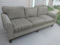 Green couch in excellent condition Bonner Springs, 66012