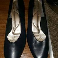 Like new navy blue hush puppies size 10 Colorado Springs, 80904