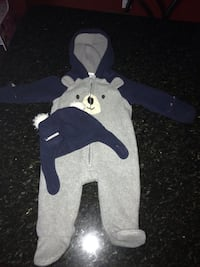Old Navy Micro Performance Fleece size 3-6 months. Hat&Gloves included