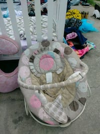 baby's white and pink bouncer El Paso, 79930