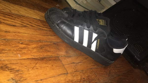 a938eefa7f7ba Used Black and white superstars for sale in Toronto - letgo