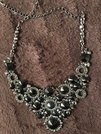 Beautiful piece necklace black and silver never used  Bloomfield Hills, 48304