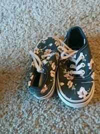 pair of black-and-white floral sneakers Citrus Heights, 95621