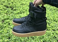 paio di scarpe airforce1 Nike high-top in nero Terracina, 04019