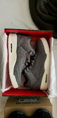 pair of gray Nike low-top sneakers with box Lancaster, 93534