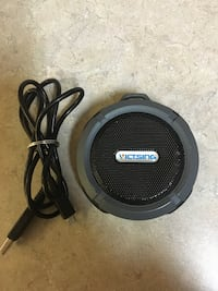Blue tooth cordless speaker waterproof (very loud)