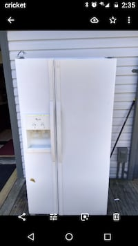 Refrigerator white side-by-side refrigerator with dispenser null