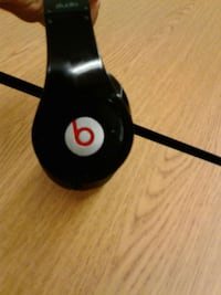 black beat headset by Dr Dre