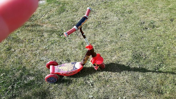 red 3-wheeled kick scooter