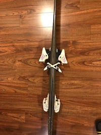 Black and white compound bow 558 km