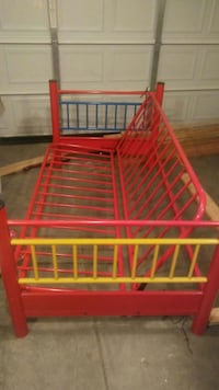 red metal bunk bed frame Nashville, 37013