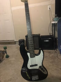 Squier bass guitar ((AMP INCLUDED)) Chantilly, 20152