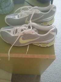 pair of gray-and-white Nike running shoes Ottawa, K2E 6K6