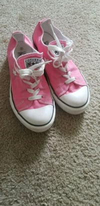 pair of pink Converse All Star low-top sneakers Saint Charles, 63303