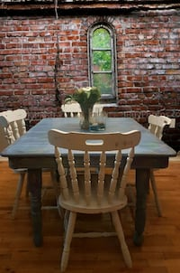 Kitchen table and chairs Ottawa, K1G 5P8