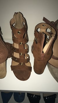 Pair of brown leather open-toe heeled sandals Dumfries, 22025