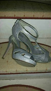 pair of gray open-toe ankle strap heels Vaughan, L4H 3L3
