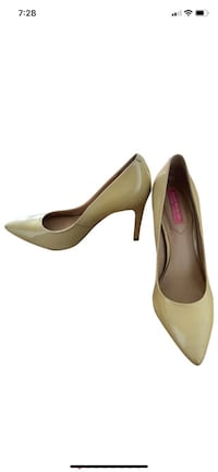 Isaac Mizrahi Beige Leather Stilettos, size 7.5