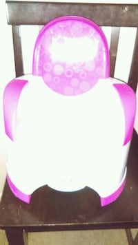 baby's pink and white car seat Oneida, 13421
