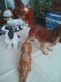 two brown and white horse figurines Las Vegas, 89129