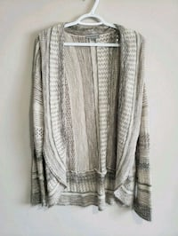 Sweater large Edmonton, T5K 1T9