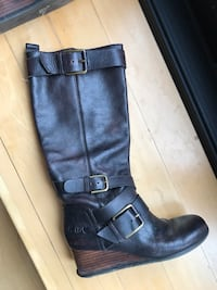 Black leather boots  Toronto, M6G 2Y5