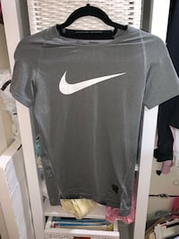 Nike pro boy large top 11/12 excellent condition  Toronto, M3N