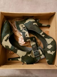 pair of black-and-brown camouflage wedges Reno, 89523