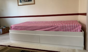 Twin mattress with bed base