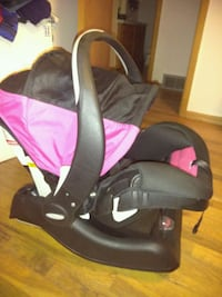 Pink Infant car seat with base Spokane Valley, 99206