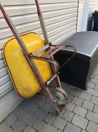 Selling wheel barrel with inner tube, missing tire. You can buy tire for $20.00 . Not neg . [TL_HIDDEN]  Laval, H7E 5N7