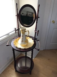 Antique looking wash basin and table Brampton, L6X 1R6