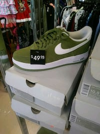 green and white Nike Air Max shoe Orlando, 32807