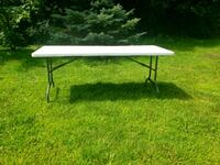 set of 2 folding party tables for sale  Châteauguay, J6J 1B7