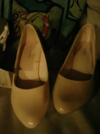 pair of brown leather flats Turlock, 95380